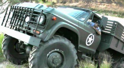 Brutal, esse Caminhão Chevrolet 4×4 encara grandes Barrancos e Trilhas de um jeito incrível!