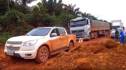 Top Resgates nos Atoleiros: Picapes (Brutas) salvando Caminhões carregados!
