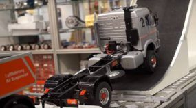 Nova tecnologia fantástica: Conheça um Caminhão RC (com Suspensão a Ar de verdade)!