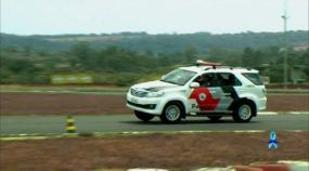 Veja como Policiais treinam radicalmente suas manobras (com Toyota SW4)!
