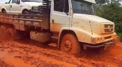Top 10: Caminhões enfrentam algumas das piores estradas brasileiras (haja lama e barro)