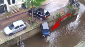 Cena impressionante: Porsche Cayenne joga Smart para dentro rio durante