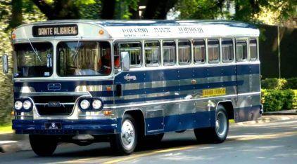 Esse é o ônibus escolar (antigo) mais TOP do Brasil! Vídeo mostra detalhes dessa máquina histórica e impecável