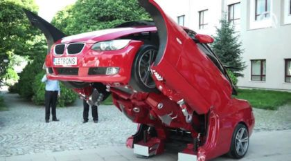 Alguém criou um BMW (da vida real) que vira um Transformer impressionante