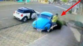 Milagre inacreditável! Vídeo revela como esse cara fugiu de um Fusca desgovernado