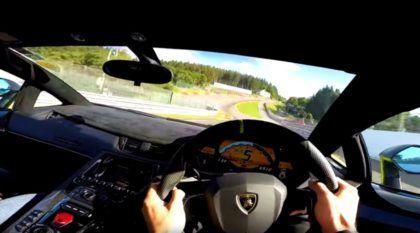 Vídeo insano em primeira pessoa (POV) mostra como é acelerar um Lamborghini Aventador SV em Spa-Francorchamps