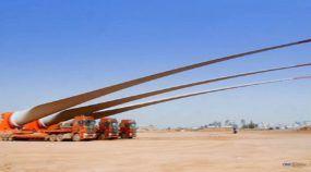 Vídeo impressionante: Veja caminhões transportando gigantescas pás eólicas na estrada