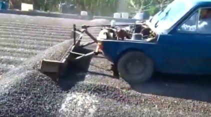 """Um Fiat 147 """"Trator""""? Veja essa máquina (como você nunca imaginou) trabalhando"""