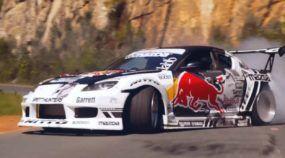 De tirar o fôlego! Veja espetáculo (insano) de pilotagem com carro da Red Bull numa bela paisagem da África!