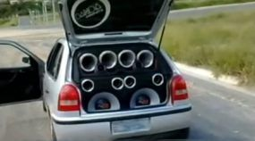 Atenção: Multas por som alto agora serão aplicadas sem medidor (se o som for audível fora do carro)