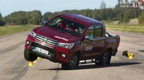 Mais uma vez Reprovada: Toyota Hilux vai mal em teste do alce (Vídeo mostra detalhes)