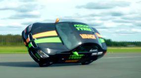 Recorde mundial: BMW andando em duas rodas passa de 185 km/h!