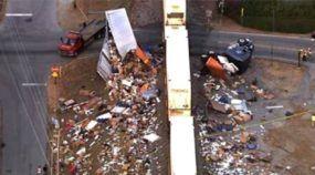 Vídeo amador flagra momento da (brutal) colisão de Trem contra Carreta parada na linha