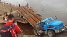Veja o que aconteceu com esse caminhão na tentativa (frustrada) de embarcar na Balsa