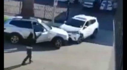 Treta entre mulheres (no estacionamento) termina em demolição dos seus SUVs
