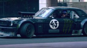 Vídeo épico! Ken Block e seu Mustang brutal fazendo manobras demolidoras nas ruas de Londres
