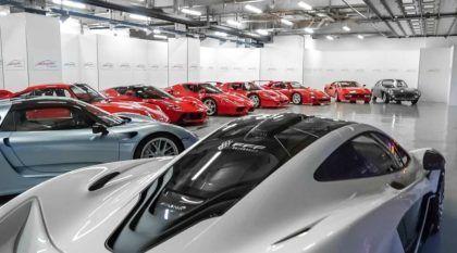 Coleção monumental: 20 supercarros, dois donos e tudo numa garagem