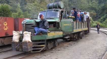 """Isso você nunca viu: Embarque numa (perigosa) Viagem nesse """"Caminhão-Trem"""""""