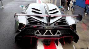Veja esse raro Lamborghini Veneno (de 4,5 milhões de dólares) acelerando na pista molhada