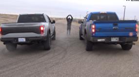 Raptor em dobro: Clássica Ford F-150 Raptor V8 desafia a nova versão V6 biturbo na arrancada