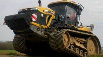 Monstro agrícola: Em ação o Trator de Esteira mais potente do Brasil (com motor V12)