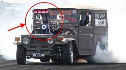 Brutalidade Extrema: Toyota Bandeirante de 1.500 cavalos (motor V8 blower) acelera forte!