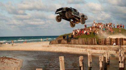 Voando e derrapando nas ruas de Cuba: Veja essa SuperPicape Toyota (com 850 cv de pura intimidação)