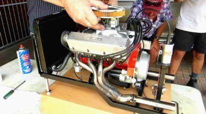 Fenomenal! Veja e ouça esse Mini Motor Chevy V8 (em escala 1/4) funcionando como música
