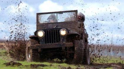 Em ação o Jeep Willys (abandonado) que ganhou vida e fez bonito na estrada e no off-road