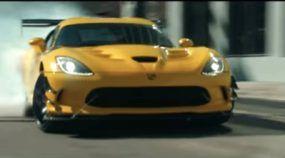 Adeus Dodge Viper! O monstro V10 se aposenta em grande estilo, acelerando tudo!