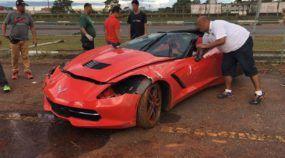 Em Brasília, Corvette (sem seguro) sofre forte acidente em prova de arrancada