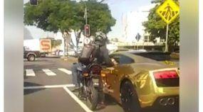 Vídeo flagra bandido assaltando Lamborghini Gallardo no Rio de Janeiro