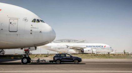 Porsche Cayenne original reboca o A380 (maior avião de passageiros do mundo) e garante lugar no Livro dos Recordes