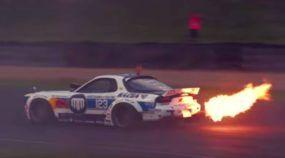 Aumente o som e curta Mad Mike e seus insanos Mazda preparados para drift (com motor rotativo)