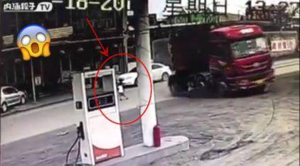 Manobra milagrosa do século: Caminhoneiro herói arrisca sua vida e salva criança (que estava cruzando a rua)