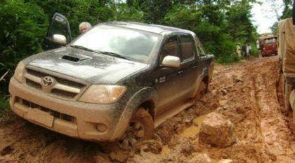 Toyota Hilux ao extremo! Vídeo revela a real brutalidade da Picape (nos desafios mais penosos)