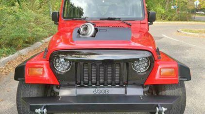 Jeep Wrangler com motor de Toyota Supra? Veja essa insanidade de perto (e em ação)