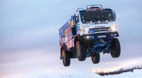 Impressionante caminhão russo nas trilhas nevadas