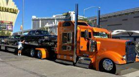 Carreta dos sonhos? Veja de perto esse impressionante conjunto (com caminhão e carros antigos customizados)