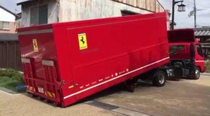 Encomenda? Veja como é a incrível entrega de uma Ferrari (em caminhão com estilo)
