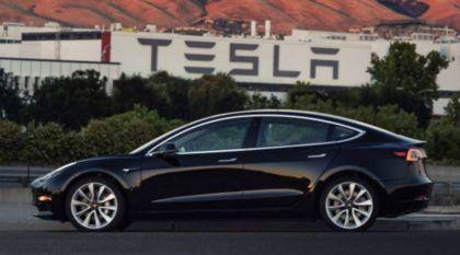 Novidade mundial: Vídeo vaza na internet mostrando o primeiro (chassi 0001) Tesla Model 3