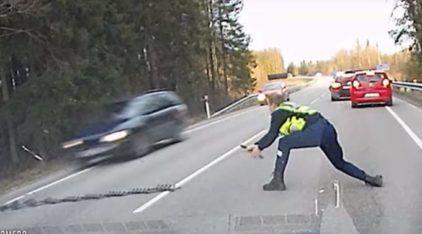 Policial extremamente habilidoso com a faixa de pregos