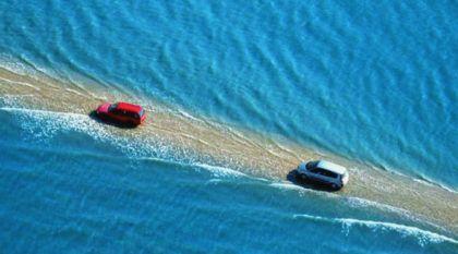 Você teria coragem de cruzar essa arriscada Estrada (que fica submersa no Mar todo dia)?