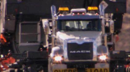 Trabalho pesado: Caminhões brutais puxam Cargas gigantescas em todo o Planeta