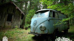 Após 40 anos abandonada na floresta, VW Kombi é ressuscitada por grupo de amigos