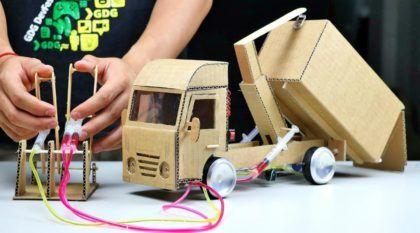 """Incrível: Veja como construir um Mini-Caminhão """"hidráulico"""" com papelão, plástico e seringa"""
