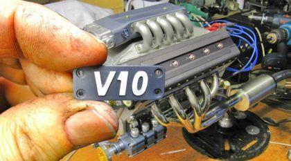 Obra-prima: motor V10 em miniatura (de 125cc) que acelera forte (com detalhes de como foi feito)