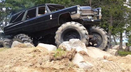 Insanidade extrema: Esse cara construiu um Cadillac funerário 6×6 Diesel (para o Offroad radical)