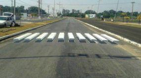 """Em Mato Grosso, grafiteiros pintam Faixas de Pedestres 3D para """"pressionar"""" redução de velocidade"""