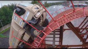 Recorde mundial: Caminhão Tatra 4x4 mostra toda sua monstruosidade em obstáculo surreal